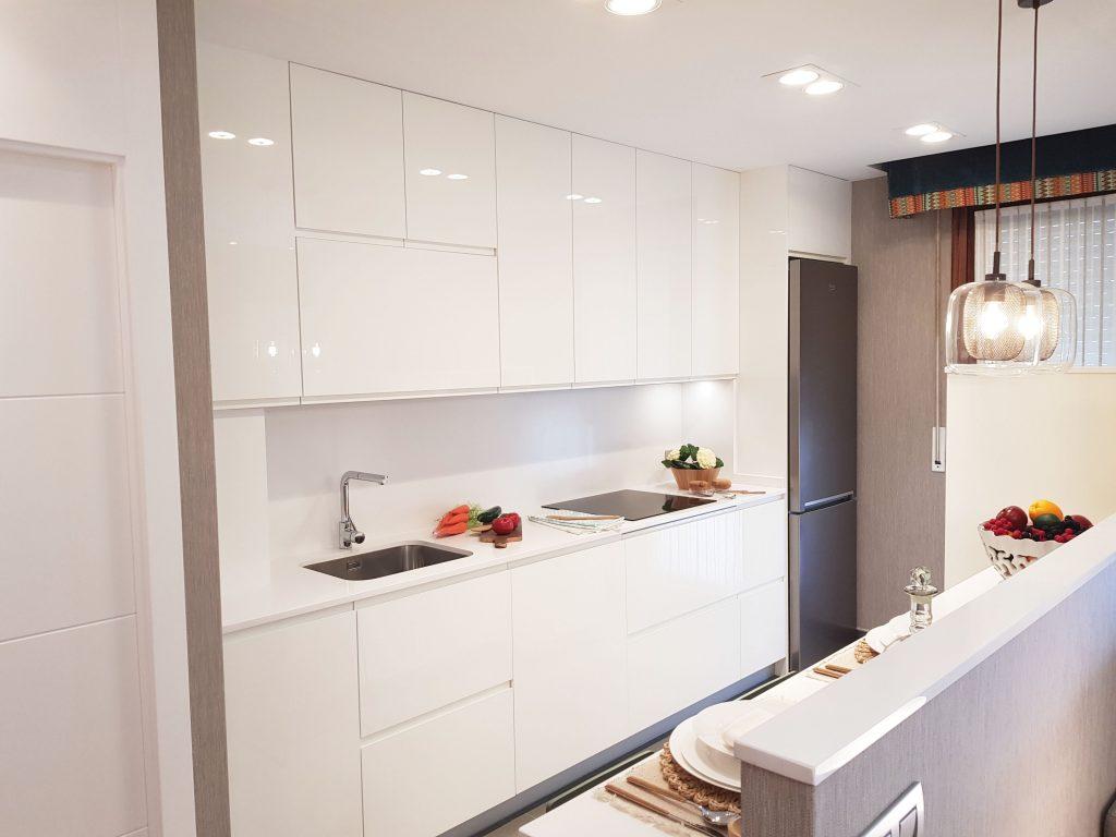 Una cocina abierta al sal n mugarri for Cocina salon espacio abierto