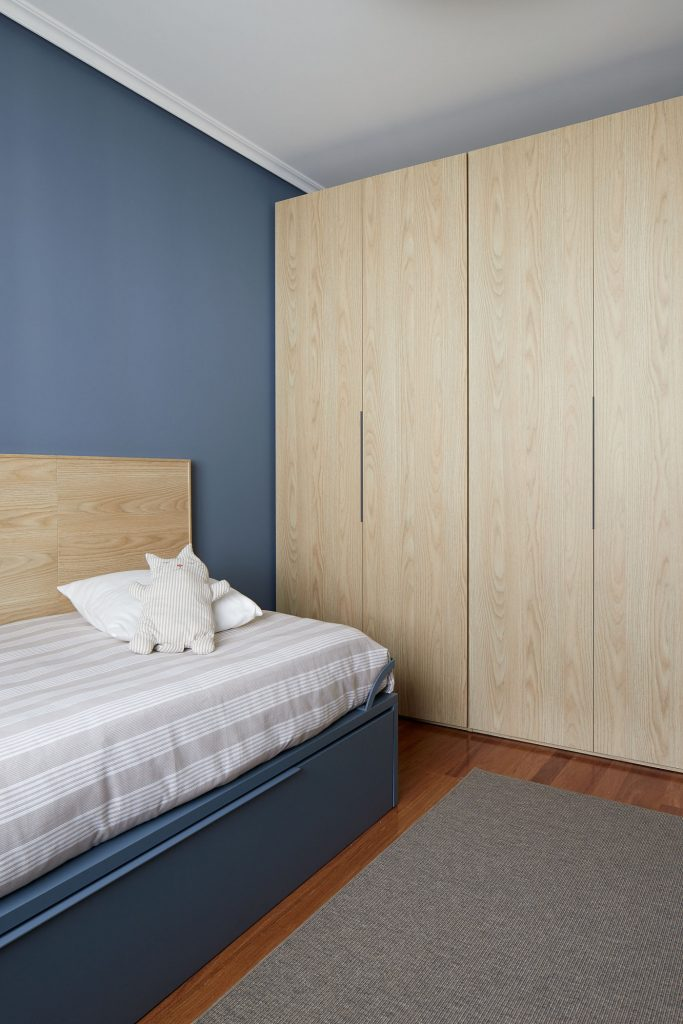 Armario dormitorio juvenil azul Casa URDIN