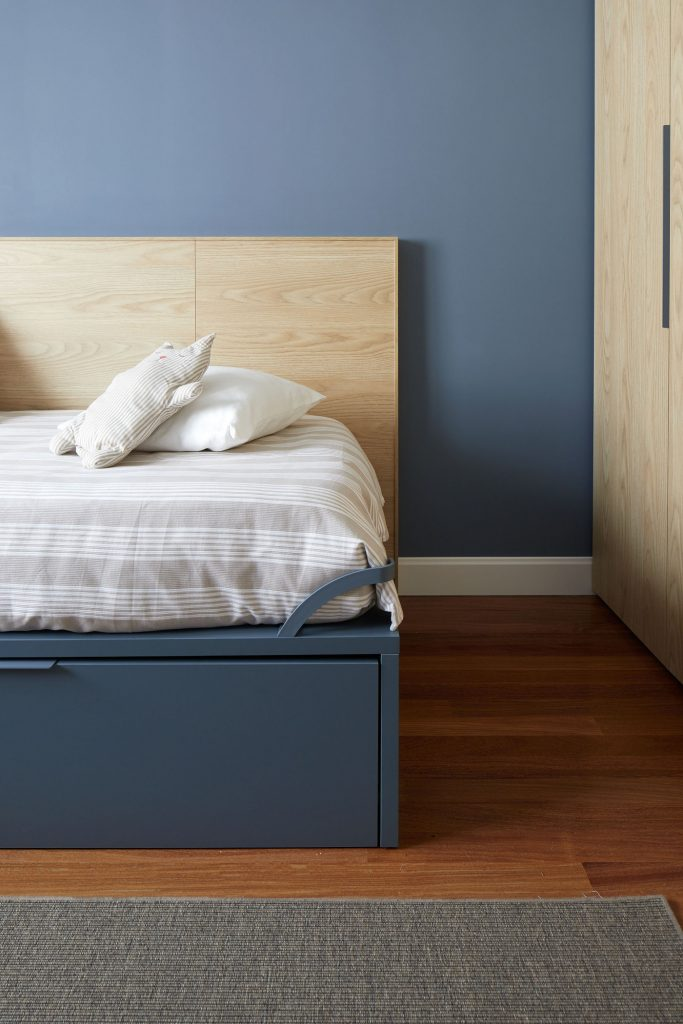 Detalle dormitorio juvenil azul Casa URDIN