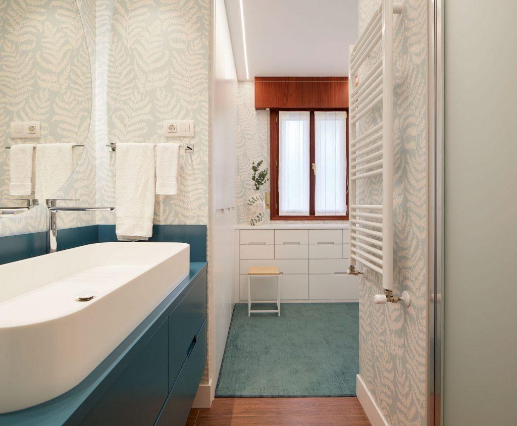 Vestidor desde el baño principal - Casa URDIN