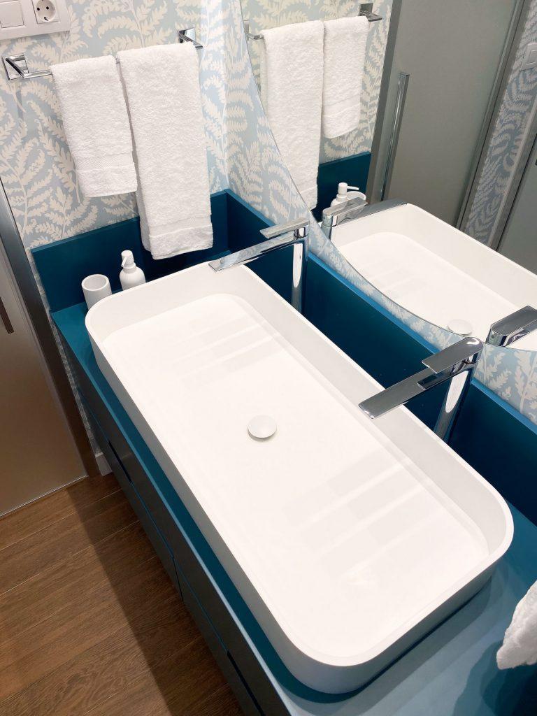 Detalle baño principal Casa URDIN