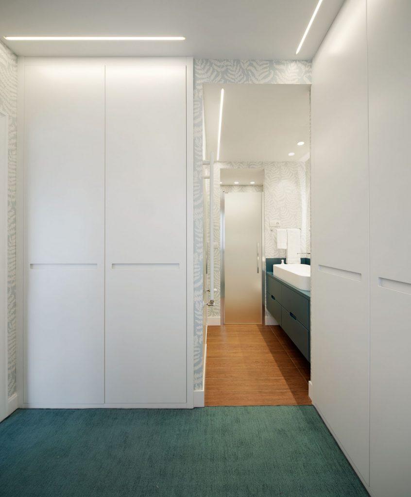 Acceso baño principal Casa URDIN