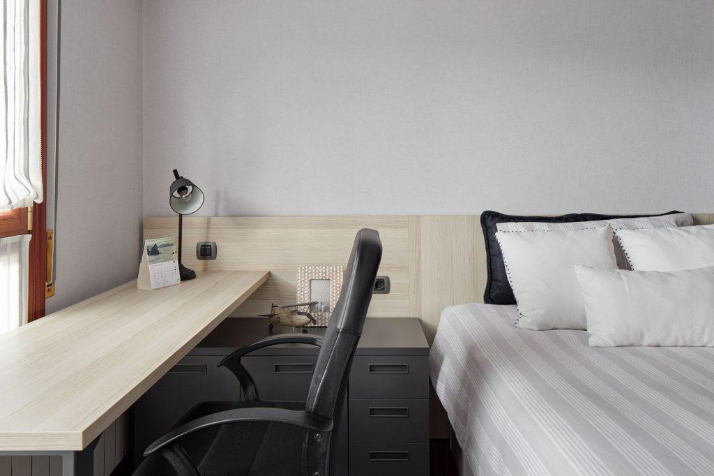 Dormitorios GAZTEA - Dormitorio Antracita, zona de escritorio