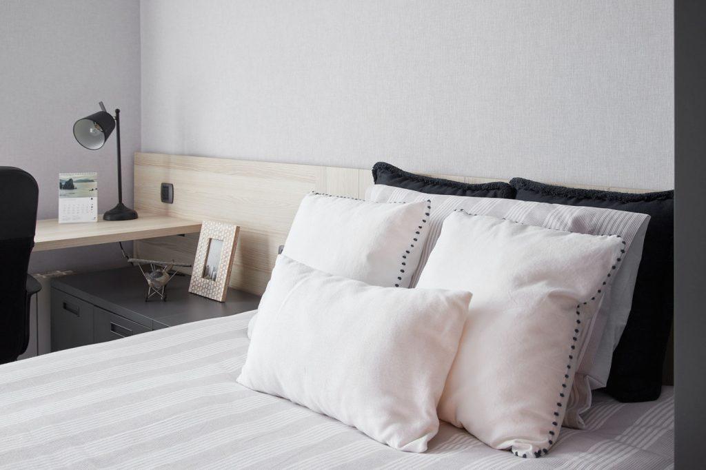 Dormitorios GAZTEA - Dormitorio Antracita, detalle ropa de cama