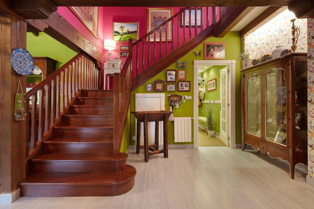 Escalera principal Casa Tximeleta