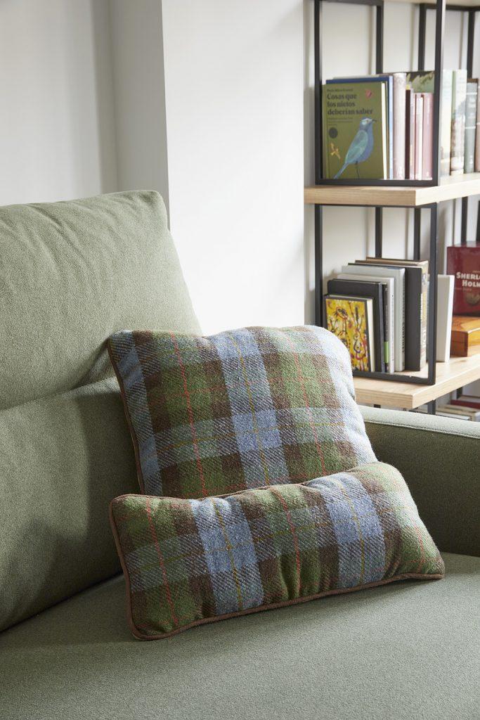 Detalle sofá del salón-comedor de Casa Oliva