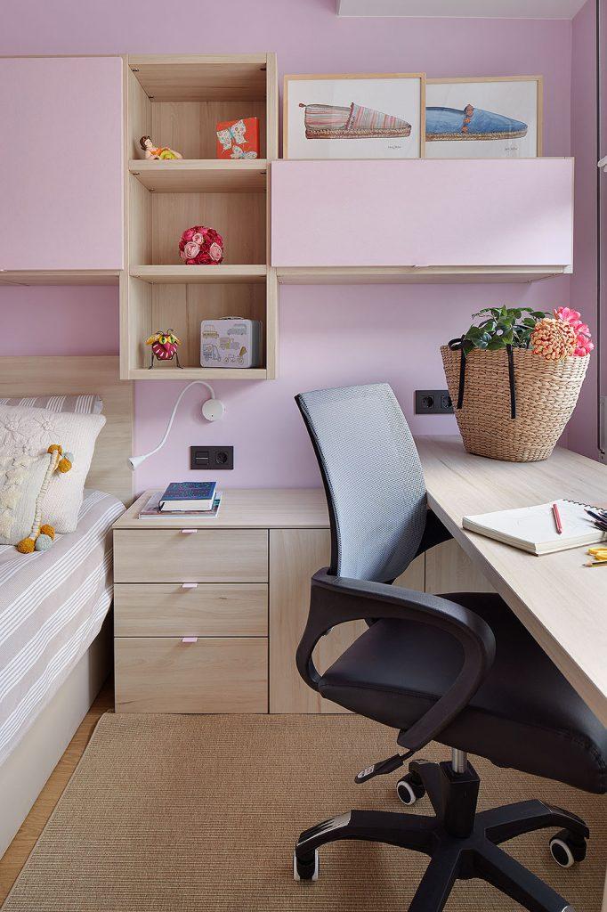 Escritorio del dormitorio juvenil rosa de Casa Rainbow