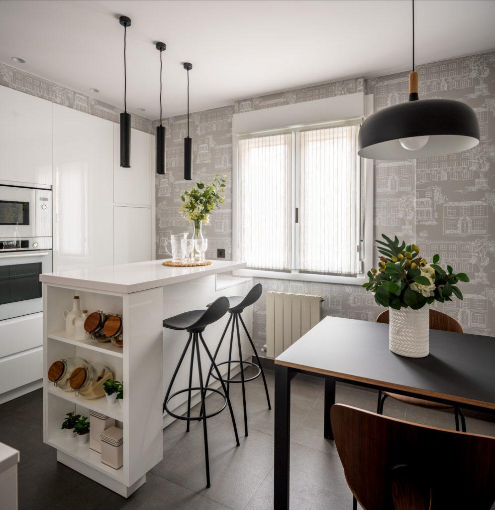 Vista de cocina y zona de comedor de Casa London
