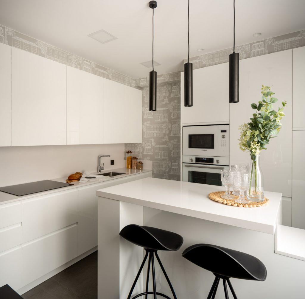 Vista general de la cocina reformada de Casa London